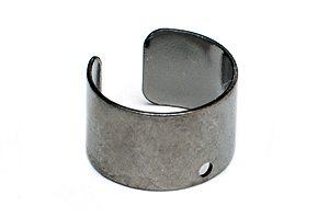 Svart Ear Cuff med hål Ø10