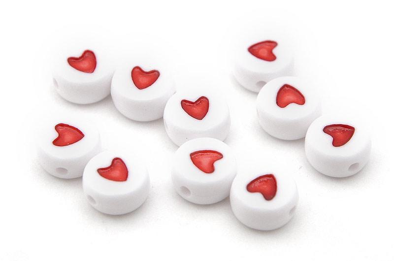 Platta akrylpärlor med hjärtan