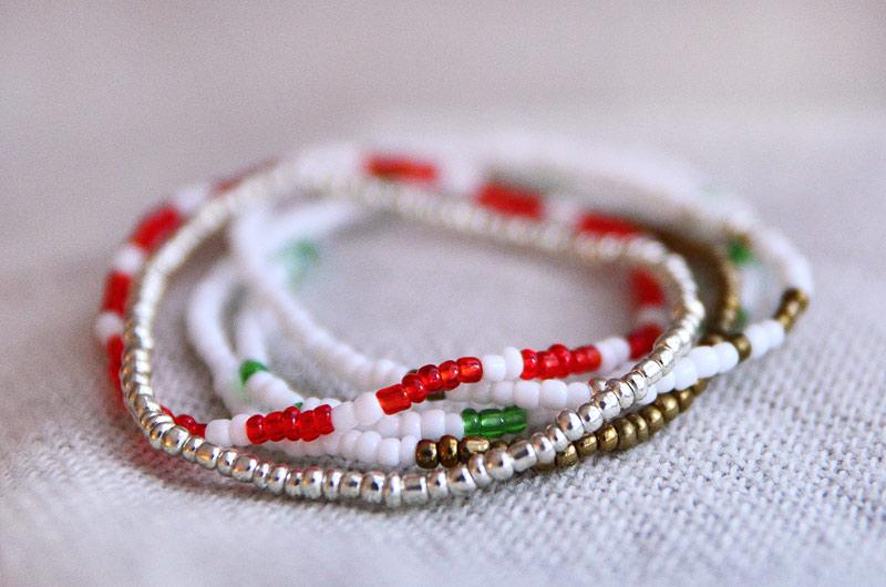 Smyckeset 5 enkla armband med julkänsla
