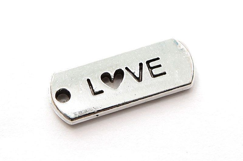 Antiksilver budskapsberlock, LOVE