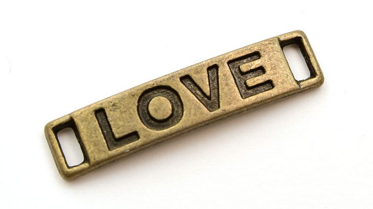 Vintage connecter med texten LOVE