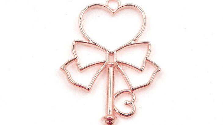 Roséguld berlock, Nyckel med hjärta och rosett