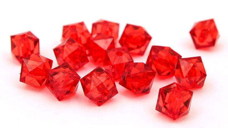 Fasetterade akrylkuber Röd
