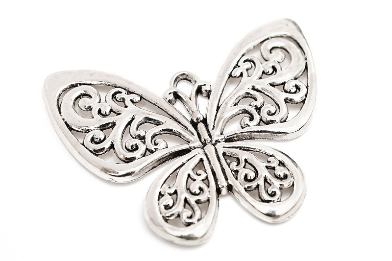 Stor silverpläterad berlock, Fjäril med swirls