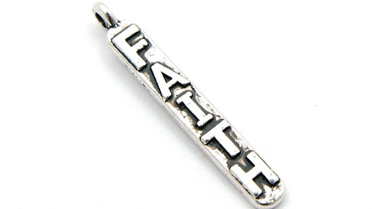 Antiksilver berlock, Smal stav med texten FAITH