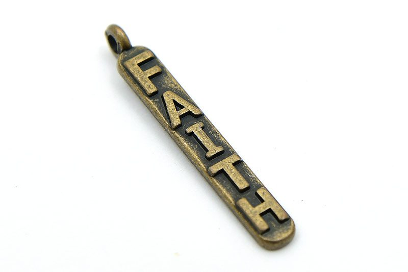 Vintage berlock, Smal stav med texten FAITH