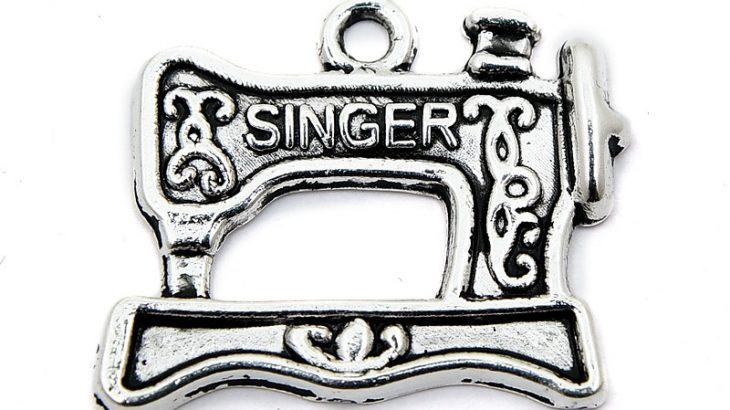 Antiksilver berlock, Singer symaskin