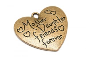 "Vintage berlock med budskap ""Mother daughter friends forever"""