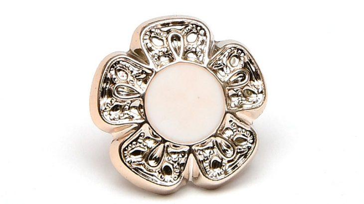 Akrylknapp Blomma 13mm Ljus guld med vit mitt