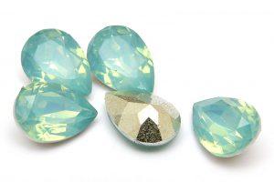 Cabochon med opaleffekt, Droppe, Mintgrön 14x10mm