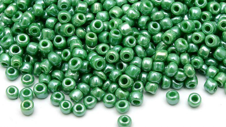 Seed beads 8/0, 3mm, Opak grön Lustre