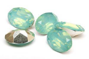 Oval cabochon med opaleffekt, Mintgrön 14x10mm