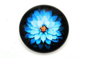 Glascabochon Blå blomma på svart botten 25mm